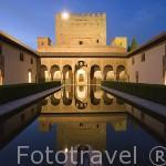 Patio de los Arrayanes y el Palacio de Comares. La Alhambra, UNESCO. Ciuda de GRANADA. Andalucia. España