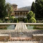 Jardines y al fondo el Palacio del Partal. La Alhambra, UNESCO. Ciuda de GRANADA. Andalucia. España