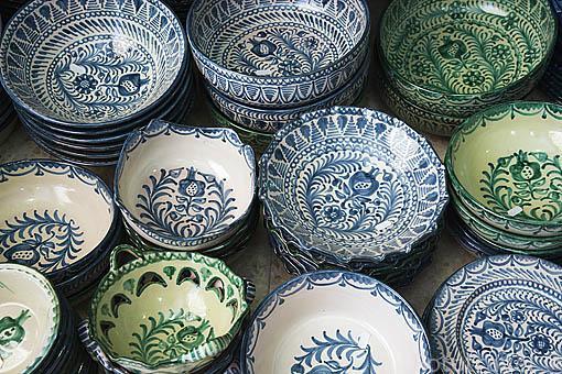 Ceramica de Fajalauza con el simbolo de una granada. Ciudad de GRANADA. Andalucia. España
