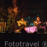 Los guitarristas Alfredo Mesa, Miguel Ochando y Paco Cortes tocando flamenco. Museo Cuevas del Sacromonte. Ciudad de GRANADA. Andalucia. España