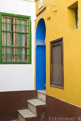 Casa y estrecha calle en el barrio del Albaycin. Ciudad de GRANADA. Andalucia. España