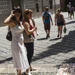 Artistas en la calle Oficios, detras el Palacio de la Madraza. Ciudad de GRANADA. Andalucia. España