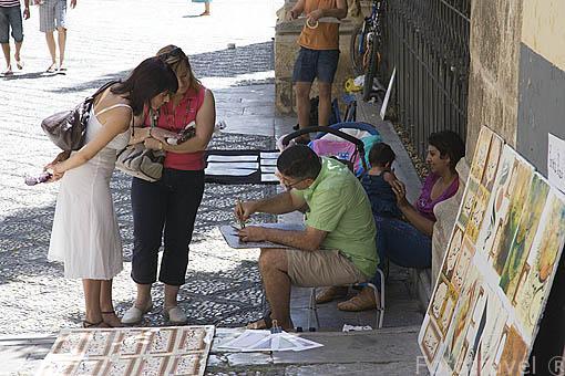 Artistas en la calle Oficios. Ciudad de GRANADA. Andalucia. España