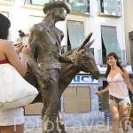 Plaza de la Romanilla y escultura. GRANADA. Andalucia. España