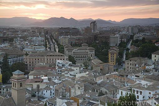 Vistas de la parte moderna de la ciudad desde lo alto del barrio del Albaycin. Ciudad de GRANADA. Andalucia. España