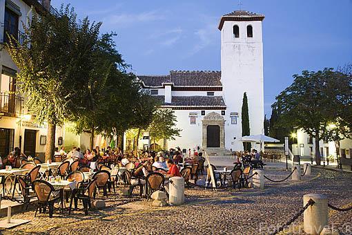 Terrazas en la plaza de San Miguel Bajo. Barrio del Albaycin. Ciudad de GRANADA. Andalucia. España