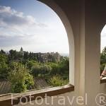 Vista sobre la Alhambra desde los jardines Nuevos del Palacio del Generalife. La Alhambra,UNESCO. Ciudad de GRANADA. Andalucia. España