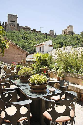 Terraza con vistas a la Alhambra. Casa rural el Horno del Oro. Barrio del Albaycin. Ciudad de GRANADA. Andalucia. España