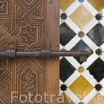 Alicatado y puerta. Palacio de los Leones. Palacios Nazaries. La Alhambra, UNESCO. Ciudad de GRANADA. Andalucia. España