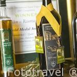 Botella de aceite oliva extra virgen. Ganadora en varios concursos internacionales. Almazara de aceite oro Bailen Termino de VILLANUEVA DE LA REINA. Jaen. Andalucia. España