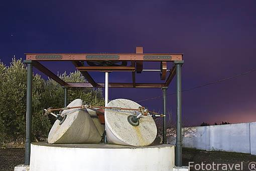 Antiguas piedras que se utilizaban para prensar la aceituna. Almazara de aceite Cooperativa Ntra. Sra. del Carmen. TORREDONJIMENO. Jaen. Andalucia. España