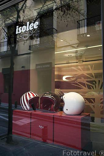 Restaurante y tienda multiespacio Isolée en la calle de Barbieri, zona de Chueca. Madrid. España