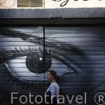 Pintura de ojo en una tienda. Zona de la La Latina. MADRID. España