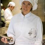 Plato de Tartar de atun con gazpacho de pistacho y patatas fritas. Restaurante El Chaflan. Avda. Pio XII, 34. Madrid. España