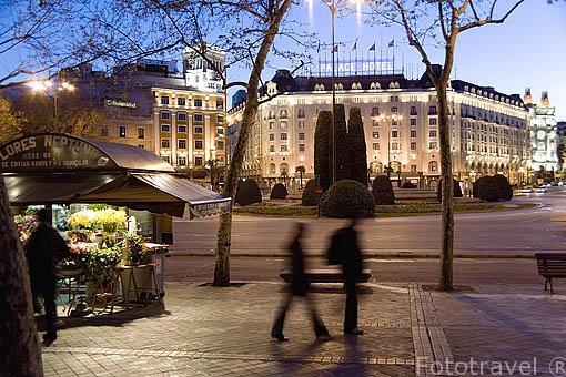 Plaza de Neptuno. Al fondo el hotel Palace. Madrid. España