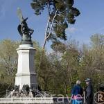 Estatua del Angel Caido, realizada en bronce por Ricardo Bellver. Muestra a Lucifer expulsado del paraiso. Junto al paseo de Fernan Nuñez. Parque del Retiro. Madrid. España