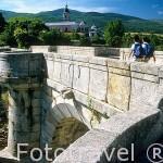 Puente del Perdón. Al fondo el Monasterio del Paular. Comunidad de Madrid. España