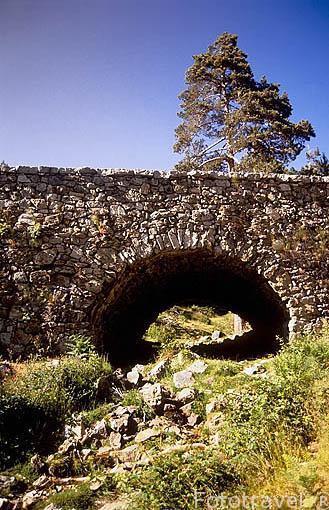 Puente de Enmedio en la calzada romana. Zona del valle de la Fuenfria. Sierra de Guadarrama. Comunidad de Madrid. España