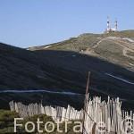 Las antenas de la Bola del Mundo desde lo alto de Guarramillas. Sierra de Guadarrama. Comunidad de Madrid. España