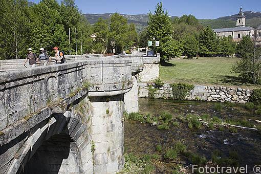 Puente del Perdon junto al monasterio de El Paular. Rascafria. Sierra de Guadarrama. Comunidad de Madrid. España