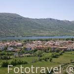 Vista del pueblo de LOZOYA, detrás el embalse de Pinilla. Sierra de Guadarrama. Comunidad de Madrid. España