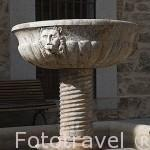 Pila en la Casa de la Cultura. MIRAFLORES DE LA SIERRA. Sierra de Guadarrama. Comunidad de Madrid. España