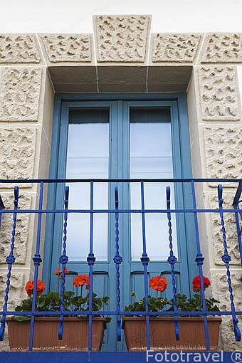 Detalle en la fachada de una casa. MIRAFLORES DE LA SIERRA. Sierra de Guadarrama. Comunidad de Madrid. España