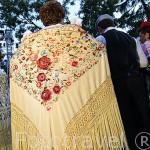 Chulapas con su manton de manila con bordado de flores peonias. Las Vistillas. Ciudad de MADRID. Comunidad de Madrid. España