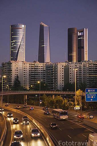 Ciudad de MADRID y Torre Espacio, Cristal, Sacyr Vallehermoso y Caja Madrid en el Paseo de la Castellana. España