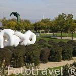 """Escultura """"Manolona Opus 307"""" de Miguel Berrocal. Parque Juan Carlos I. Campo de las Naciones. Madrid. España"""