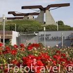 """Escultura """"Viga"""" de Jorge Du Bon. Parque Juan Carlos I. Campo de las Naciones. Madrid. España"""