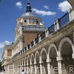 Soportales junto al Palacio de Aranjuez. ARANJUEZ. Comunidad de Madrid. España. Spain