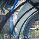 Barco turistico que hace el recorrido por el rio Tajo junto a los jardines del Principe. Palacio de Aranjuez. ARANJUEZ. Comunidad de Madrid. España. Spain
