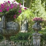 Jarrones decorativos en el Jardin del Principe. ARANJUEZ. Comunidad de Madrid. España. Spain