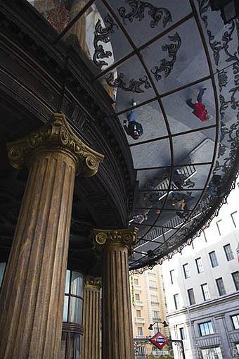 Antiguo edificio esquina con calle la Montera y Gran Via, Junto al metro Gran Via. Madrid. Comunidad de Madrid. España