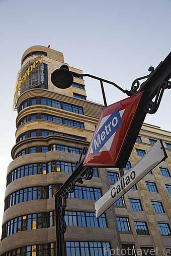 Edificio s.XX esquina con la calle Jacometrezo y Gran Via. Metro y plaza de Callao. Madrid capital. Comunidad de Madrid. España