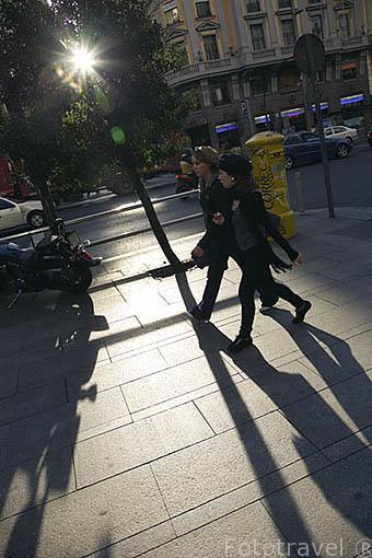 Viandantes en la Gran Via. Madrid. Comunidad de Madrid. España