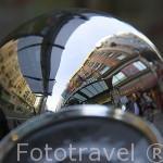 Reflejo sobre la calle Gran Via. Madrid capital. Comunidad de Madrid. España