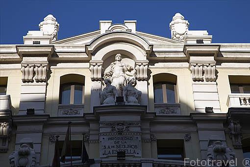 Detalle de edificio en la calle de Gran Via 10. Madrid capital. Comunidad de Madrid. España