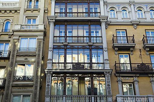 Calle de Gran Via n.11 y fachadas de edificios del s.XX. Madrid capital. Comunidad de Madrid. España