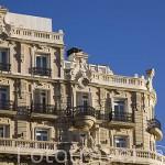 Fachada de un edificio en la calle de Gran Via esquina Montera. Madrid capital. Comunidad de Madrid. España