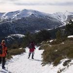 Montañeros descendiendo de Peñalara. Parque Natural. Sierra de Guadarrama. Comunidad de Madrid. España