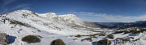 Vista de el pico de Hermana Mayor, Circo de Peñalara, Peñalara y el Risco de los Claveles. Parque Nacional. Sierra de Guadarrama. Madrid. España