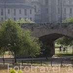 Puente del Real al atardecer sobre el antiguo cauce del rio Turia. VALENCIA. España