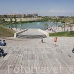 Parque de Cabecera con sus parques, jardines y estanque. VALENCIA. España