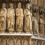 Estatuas en el portico de la Catedral, s.XII-XIV. TARRAGONA. Ciudad Patrimonio de la UNESCO. España