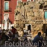 Terrazas. Plaza del Forum y restos de muro romano. TARRAGONA. Ciudad Patrimonio de la UNESCO. España
