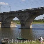 Pequeño puente junto al rio Loira cerca de ANGERS. Región de Pays de Loire. Francia. France