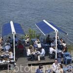 Terraza del restaurante La Civelle junto al rio Loira. Ciudad de NANTES. Región Pays de la Loire. FRANCIA. France