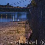 Paseo junto al rio Loira en la población de ANCENIS. Valle del Loira. Francia